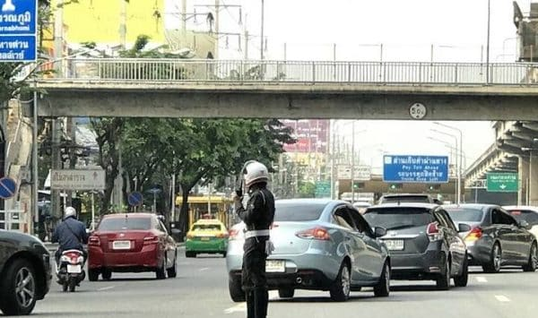 Traffic police cannot confiscate driver's license under a new traffic law in effect from Sept 20th