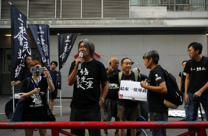 2 Sides Scuffle in Hong Kong as Chinese National Day Begins