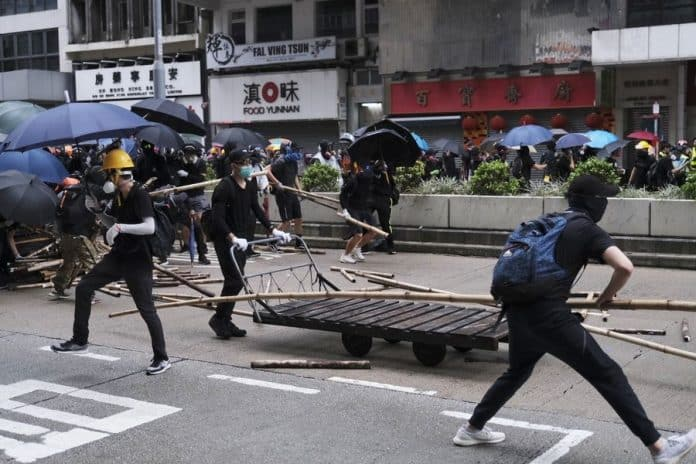 More Suspects Charged for Violating Mask Ban in Hong Kong