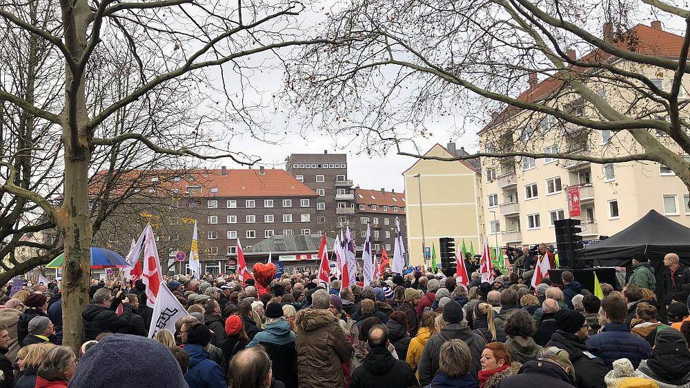 Far-right NPD rally against journalists in Hannover, Germany met by huge counter-protest