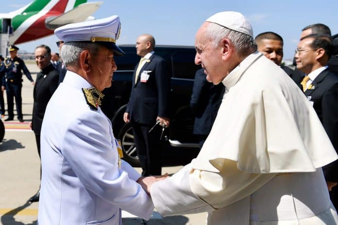 Pope Francis Welcomed by King's Chief Advisor at Airport