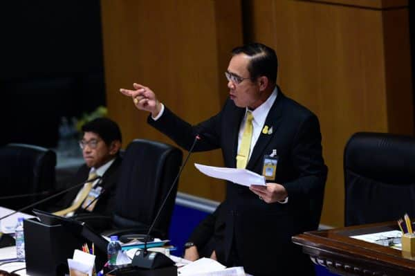 PM urges people to visit the Walking Streets on Silom and Yaowaraj